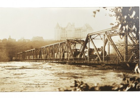 Low Level Bridge Flood - 1915